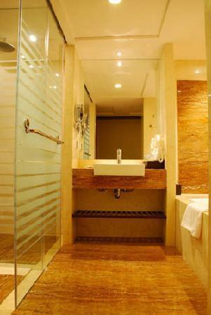 Good International Hotel: 卫生间是透明的玻璃墙