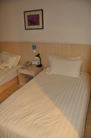 Motel 168 (Shanghai Dabaishu): 酒店房间