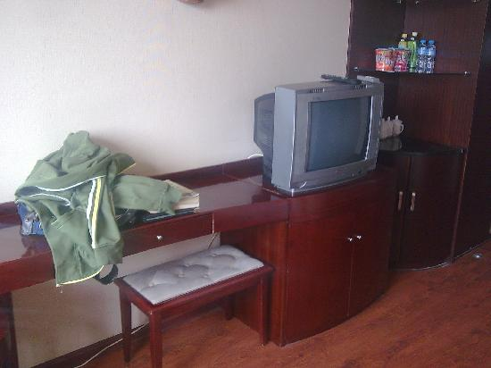 Datong Labor Union Hotel: 桌子小吧台