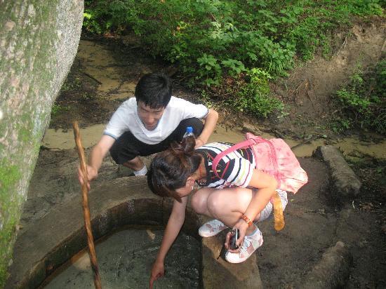 Kerqinhou Qi, China: 珍珠泉