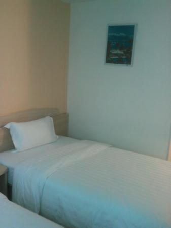 GreenTree Inn Guilin Yangsu West Street: 酒店的床,7天的床还是不错
