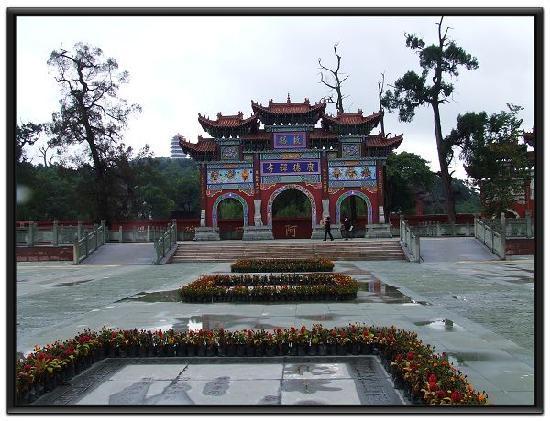 Suining, China: 寺包  佛印