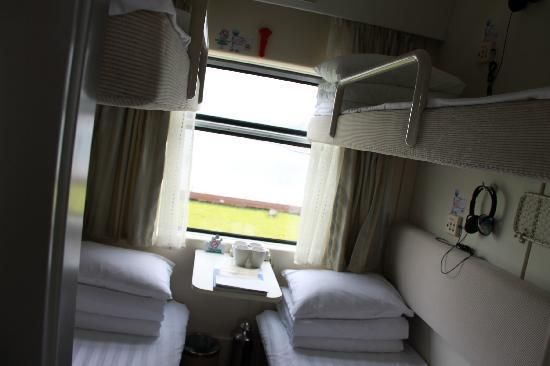 Interlaken Express Hostel: 里面和一般的软卧车厢几乎一模一样,每个辅位都有自己的独立电视,带耳塞的。