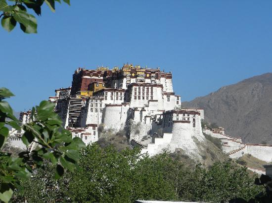 Lhasa Phuntsok Khasang International Youth Hostel: 新楼咖啡厅外景