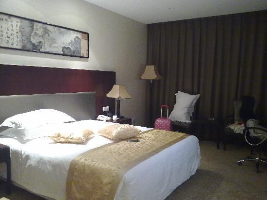 Zhongyi Peng Ao Hotel: 床铺