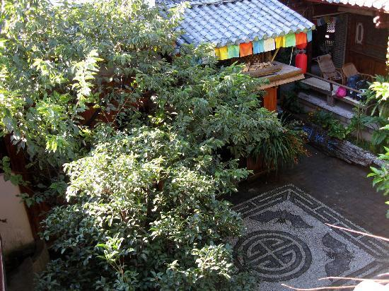 Walan Hostel: 瓦蓝的院子,很漂亮吧!