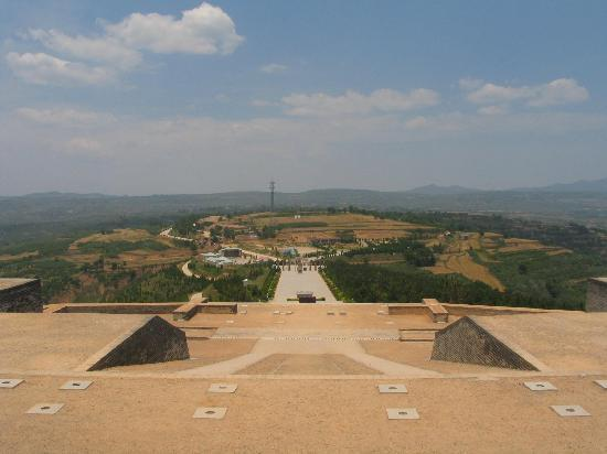 Zhao Mausoleum : 俯视昭陵广场