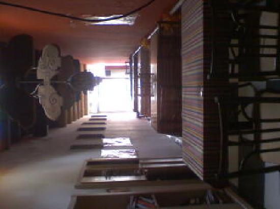 Qianmen Hostel : 图书馆