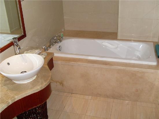 Sapphire Hotel : 浴缸