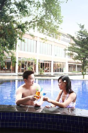 Baiyun Lake Bank Hotel: 游泳池