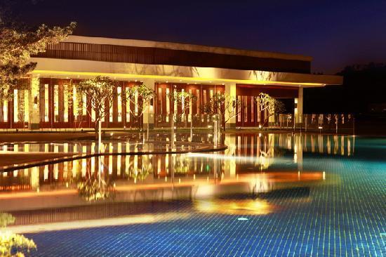 Baiyun Lake Bank Hotel
