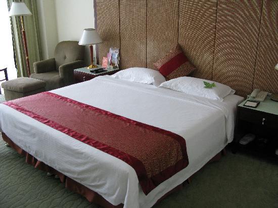 Yintian Hotel: 超大床