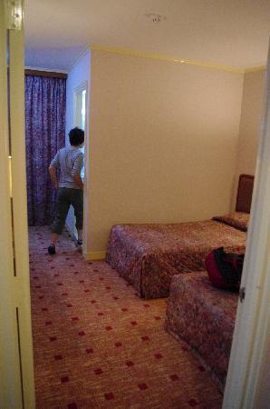 East Asia Hotel Macau: 从门口拍房间的纵深