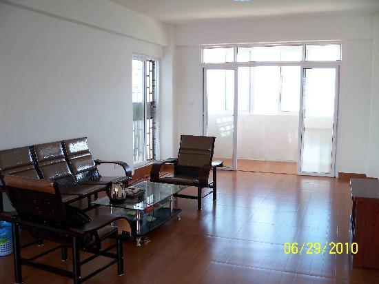Nanmen Bay Seaview Apartment Hotel: 宽敞的客厅