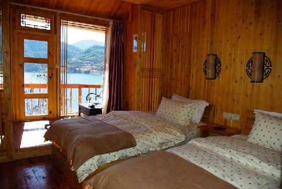 Lige Lotus Flower Hostel: 湖景房