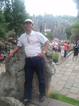 Big Shilin Scenic Resort: 2009年7月摄于云南石林。石林景观,浑然天成,千姿百态构成图画。
