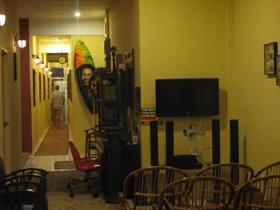 Reggae 1 Guest House: 放dvd的地方
