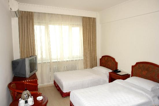 Dongfang Hotel (Harbin Nantong Main Street)