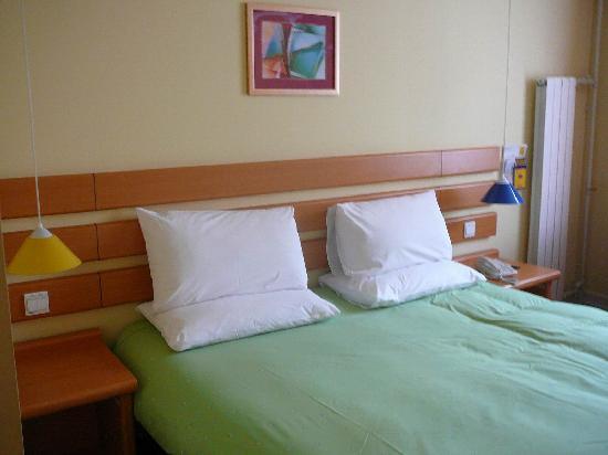 Home Inn (Jinan Baotuquan)