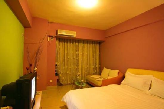 Iser Apartment Hotel (Lanse Jiale): 温馨小屋,大落地窗,晚上可以看到繁华夜景