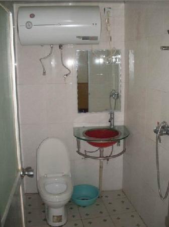 Wangwang Guest House: 客房卫生间