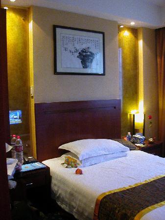 Bokai Business Hotel : 卧床,挺干净的,地面是地毯好像