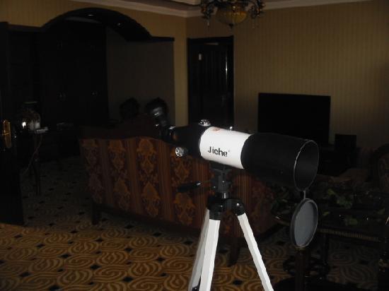 Guifaxiang Holiday Hotel : 大套房配望远镜