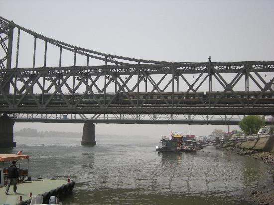 China and North Korea Friendship Bridge : 中朝友谊桥