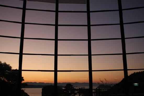 Kishu Minabe Royal Hotel: 酒店大堂的玻璃窗