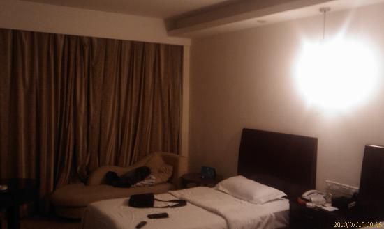 Taihe Business Hotel: 空间比较宽阔,但光线条件略差
