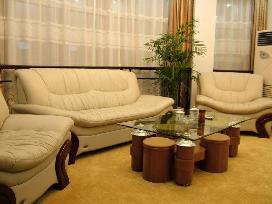 Nanjing Guorui Hotel (Guorui dajiudian): 套间会客厅