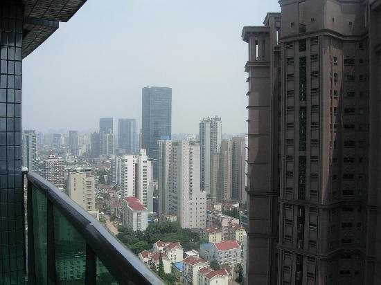 Shanghai LA Residence: 房间阳光外望