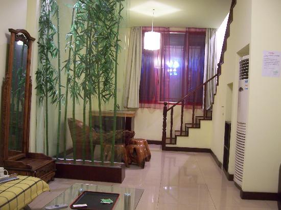 Elegance Garden Holiday Villa: 下面房间