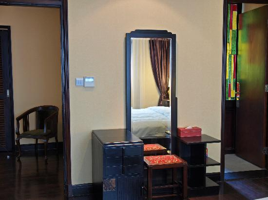 Kejiantang Boutique Hotel: 房间内的古董梳妆台