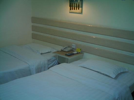 V8 Hotel Guangzhou Ziyuangang: 双人间的床铺