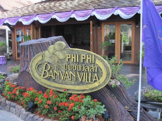 Phi Phi Banyan Villa: 酒店招牌