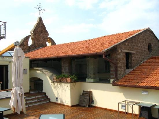 Seven Hostel: 屋顶露台一角