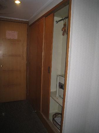 Lingyan Resort : 神奇的发现了保险箱