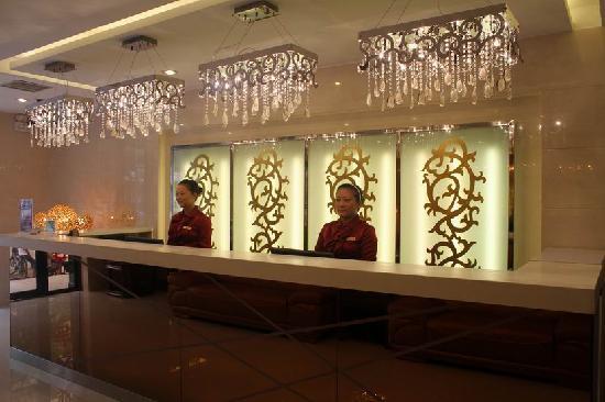 Saturday Business Hotel: 星期六商务酒店总台