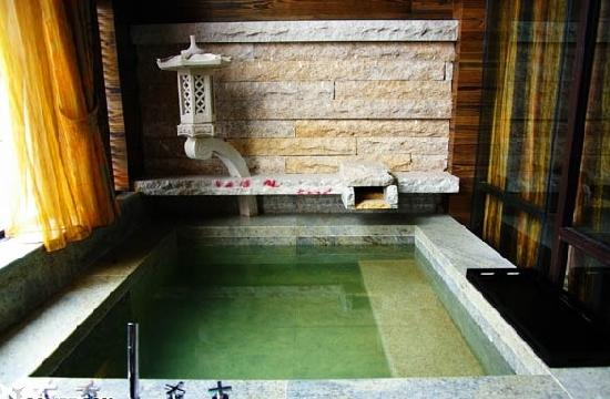 Beity Hot Spring Tourism Resort: 房间里的温泉