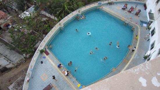 Hyton Hotel Sanya: 酒店三楼的游泳池