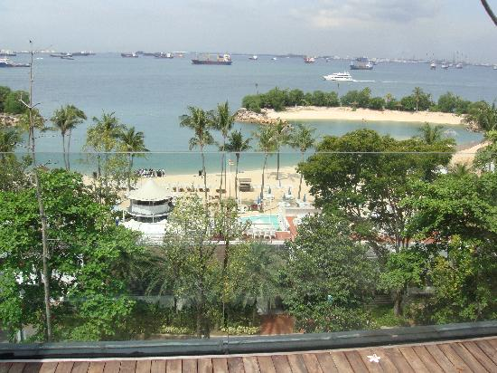 Siloso Beach Resort Sentosa 露台上看到的海滩