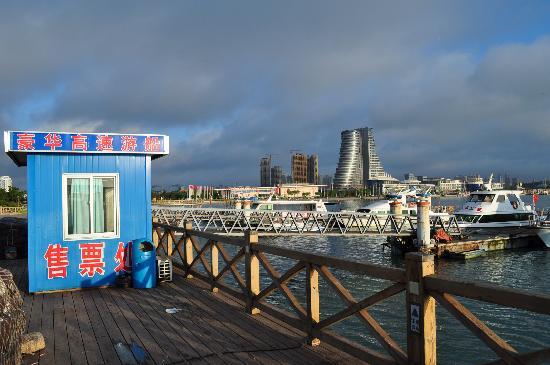 Century Sailboat Apartment Hotel : 临近世纪之帆的快艇码头