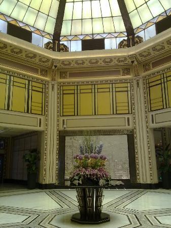 Fairmont Peace Hotel: 富丽堂皇的大堂