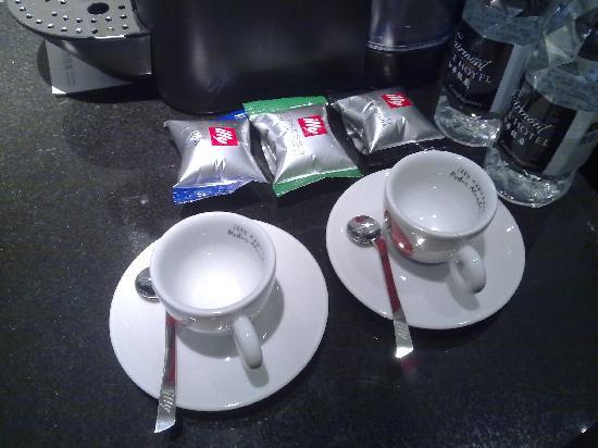 Fairmont Peace Hotel : 房间的咖啡是ILLY的
