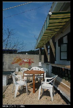 Piggybar Youth Hostel: 院子