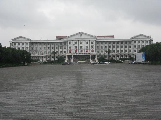 Shanghai Weimeng Habitat Forest Resort Hotel: 宾馆正门