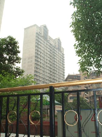Zhaorui International Business Hotel: 从外面看酒店