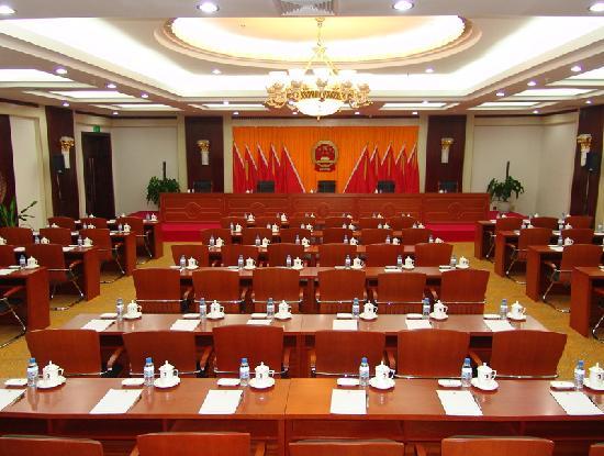 Yuehai Hotel: 开会用的80人课桌型的会场