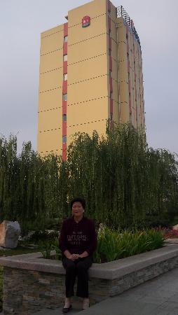 Motel 168 Qingdao Development Zone Middle Changjiang Road Quzhengfu Square: 酒店外景